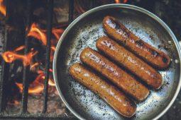 10 formas de mejorar instantáneamente un típico hot dog - Portada formas de mejorar instantáneamente un típico hot dog foodie instagram tiktok google online google hot dog recetas como hacer google coronavirus covid vacuna verano foto comida