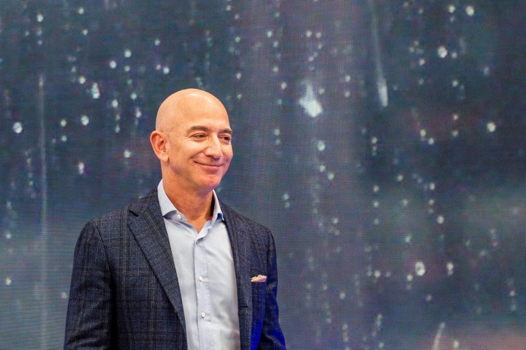 La trayectoria de Jeff Bezos, el poderoso empresario - Portada La trayectoria de Jeff Bezos el poderoso empresario google Instagram amazon Jeff bezos amazon google clases online cuarentena covid-19 google Jeff bezos