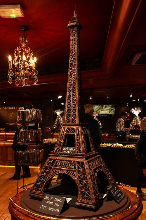 15 obras de arte hechas con chocolate - la-torre-eiffel-15-obras-de-arte-hechas-con-chocolate