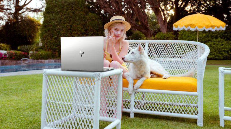 Seguridad inteligente y diseño único en la nueva HP ENVY x360 Convertible 15-dr1001la - lifestyle_1920x1080