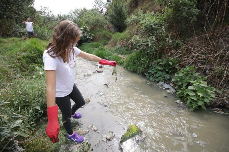¿Cómo limpiar un río sin salir de tu casa? - limpieza-de-rio-4-2