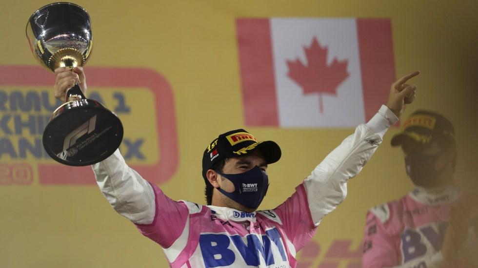 Gana 'Checo' Pérez el GP de Sakhir; primera victoria de un mexicano en la F1 en 50 años - checo-perez-con-trofeo-del-gp-de-sakhir