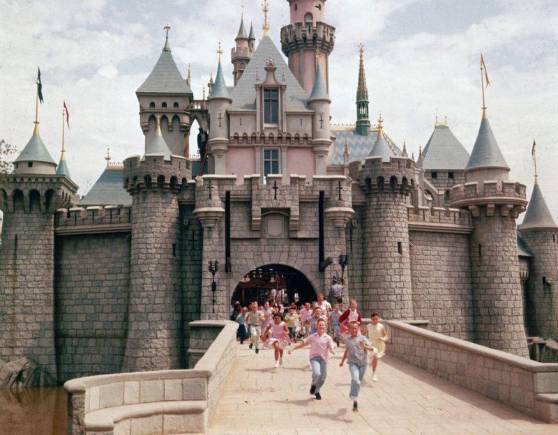 15 datos que probablemente no conocías acerca de los castillos de Disney - datos-que-probablemente-no-conocias-acerca-de-los-castillos-de-disney-alrededor-del-mundo-disney-castillos-disney-castles-cinderella-tokyo-shanghai-paris-google-amazon-viajes-navidad-google-disn