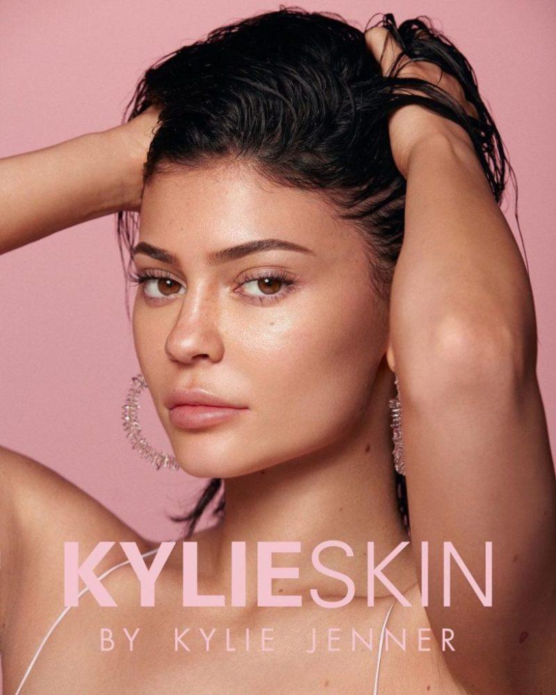 5 veces que la familia Kardashian nos ha dado lecciones inolvidables sobre negocios - cinco-veces-que-la-familia-kardashian-nos-ha-dado-lecciones-inolvidables-sobre-negocios-kylie-jenner-kourtney-kardashian-travis-baker-6