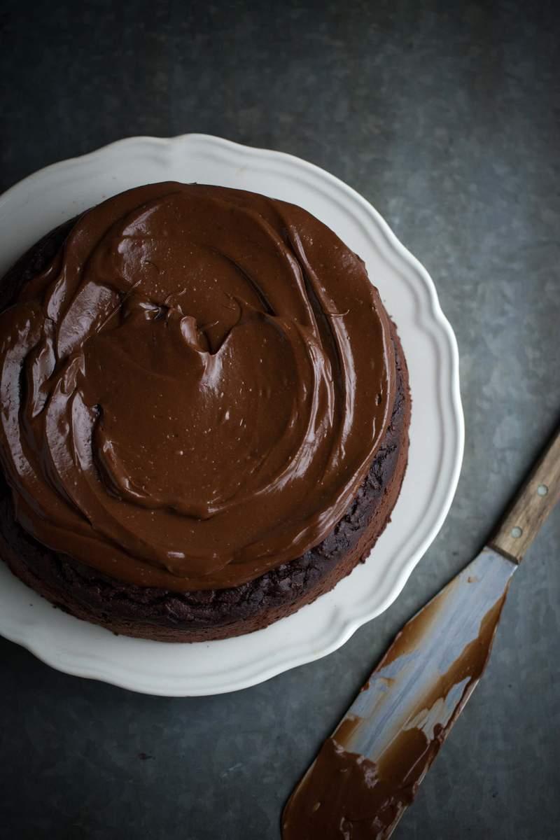 The ultimate healthy chocolate cake, un pastel demasiado bueno para ser verdad - glaseado-foto-2-the-ultimate-healthy-chocolate-cake-gluten-free