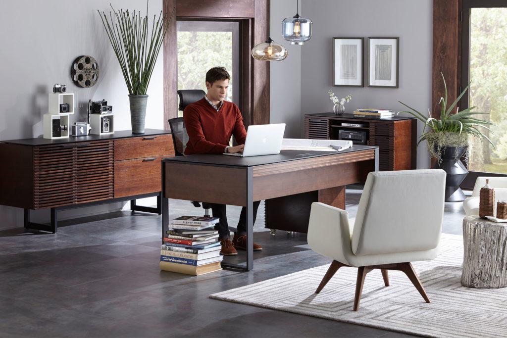 Tendencias del mundo laboral en el 2021 - Nuevas tendencias en el mundo laboral constitución super bowl evan peters Christopher plummer home office portada
