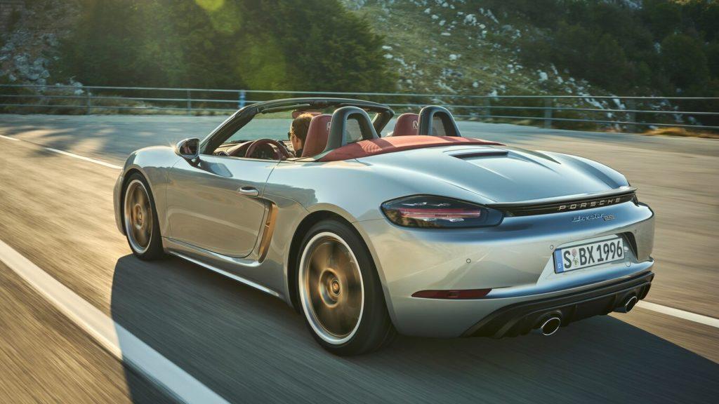 Porsche celebra el 25 aniversario de la familia roadster muy a su manera - porsche-boxster-25-aniversario-gina-carano-bumble-lakers-tilray-stock-mary-wilson-aunt-jemima-2