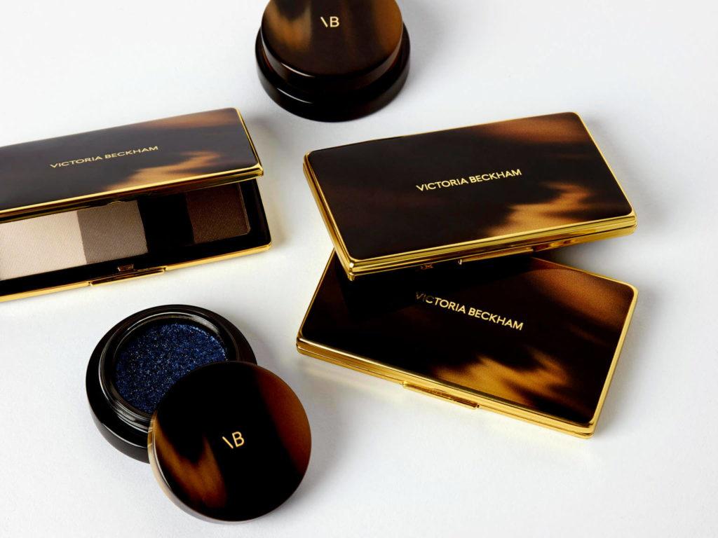 Let's talk beauty! 12 celebridades que crearon exitosos negocios de maquillaje - victoria-becjham-beauty-12-celebridades-que-crearon-negocios-exitosos-de-maquillaje-kylie-cosmetics-dogecoin-dia-mundial-contra-el-cancer-qatar-mario-marin-napoli-daddy-tankee-nico-golden