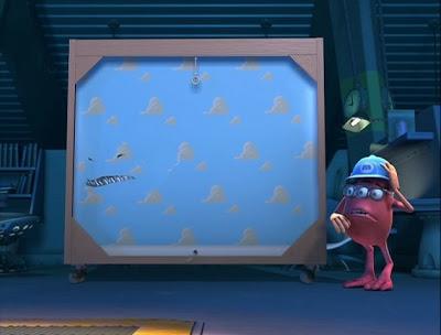 10 detalles que probablemente no habías notado en la película Monsters, Inc. - 7-papel-tapiz-randall-y-toy-story-10-detalles-que-probablemente-no-habias-notado-en-la-pelicula-de-monsters-inc