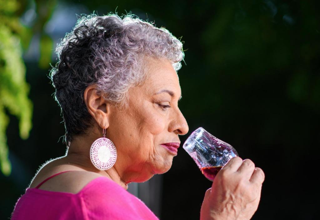 De la química al arte: conoce a la mujer detrás de Appleton Estate - de-la-quimica-al-arte-conoce-a-la-mujer-detras-de-appleton-estate-joy-spence-frases-de-dia-de-la-mujer-2