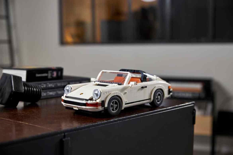 El icónico 911 de Porsche, ahora en versión armable de LEGO - el-iconico-911-de-porsche-ahora-en-version-armable-de-lego-europa-league-barcelona-champions-gme-lakers-jp-morgan-3