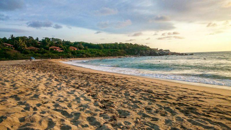 5 lugares en Puerto Escondido que necesitas conocer - playa-zicatela-5-lugares-en-puerto-escondido-que-necesitas-conocer-surf-semana-santa-vacacion