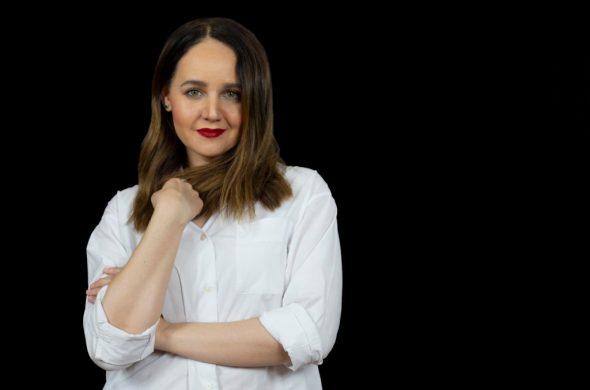 Te presentamos a la renombrada maquillista Ana E. Uribe. ¡No te pierdas sus clases, solo por HOTBOOK Studio!