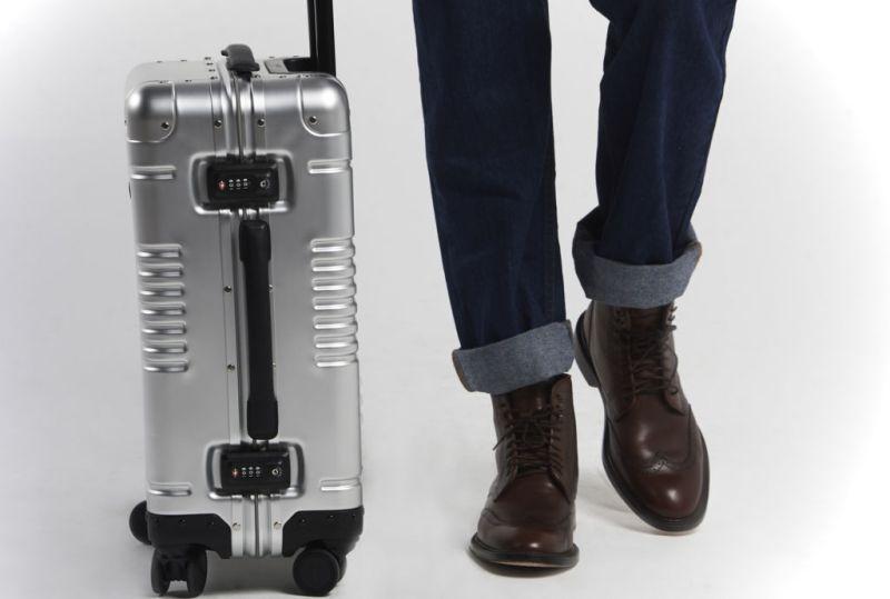 Smart traveling: gadgets que necesitas para tu próximo viaje - arlo-sky-2-travel-essential