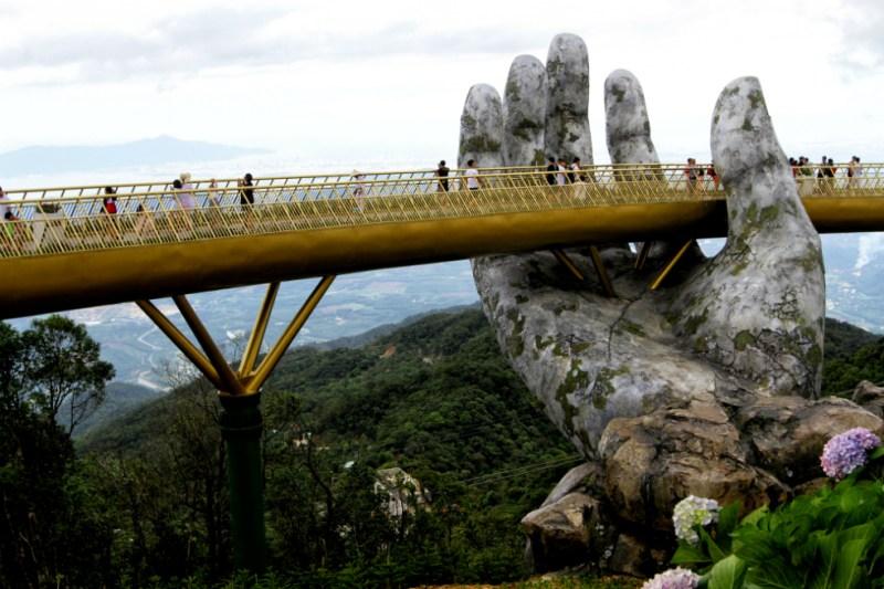 Conoce el impresionante Puente Dorado de Vietnam - puente-dorado-vietnam-1
