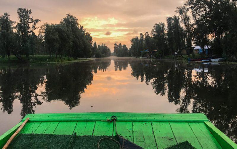 Una receta con ingredientes de Xochimilco - portada-lago-xochimilco-mexico-atardecer-reflejo-agua-trajinera