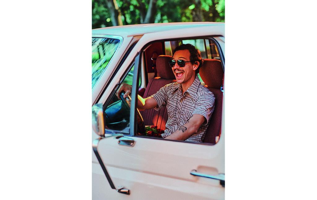 Caloncho, el cantante mexicano con estilo tropical