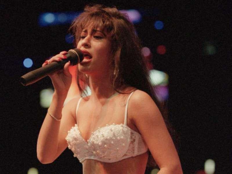12 datos de Selena Quintanilla que probablemente no conocías - hotbook_selenaquintanilla_fact7