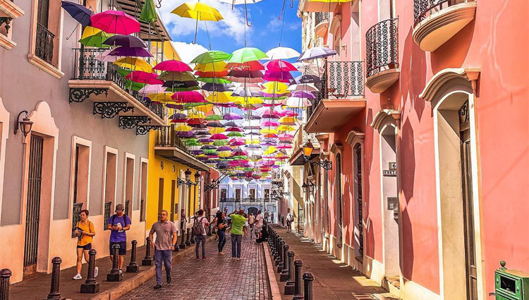 Una nueva faceta de San Juan, Puerto Rico - puertorico_calleconparaguas