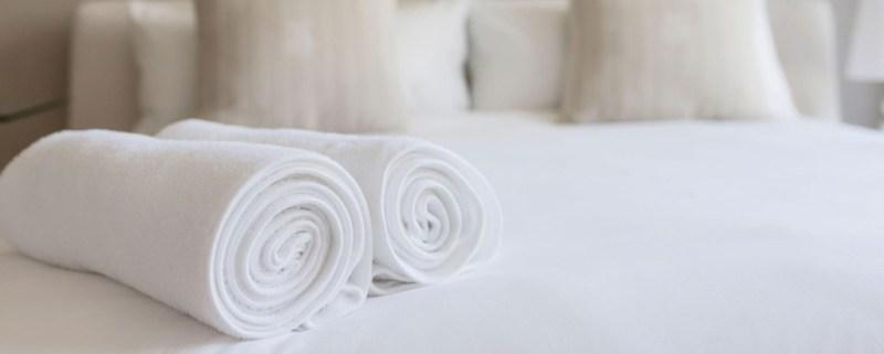 Guía para viajar de manera sustentable - toallas-viajes