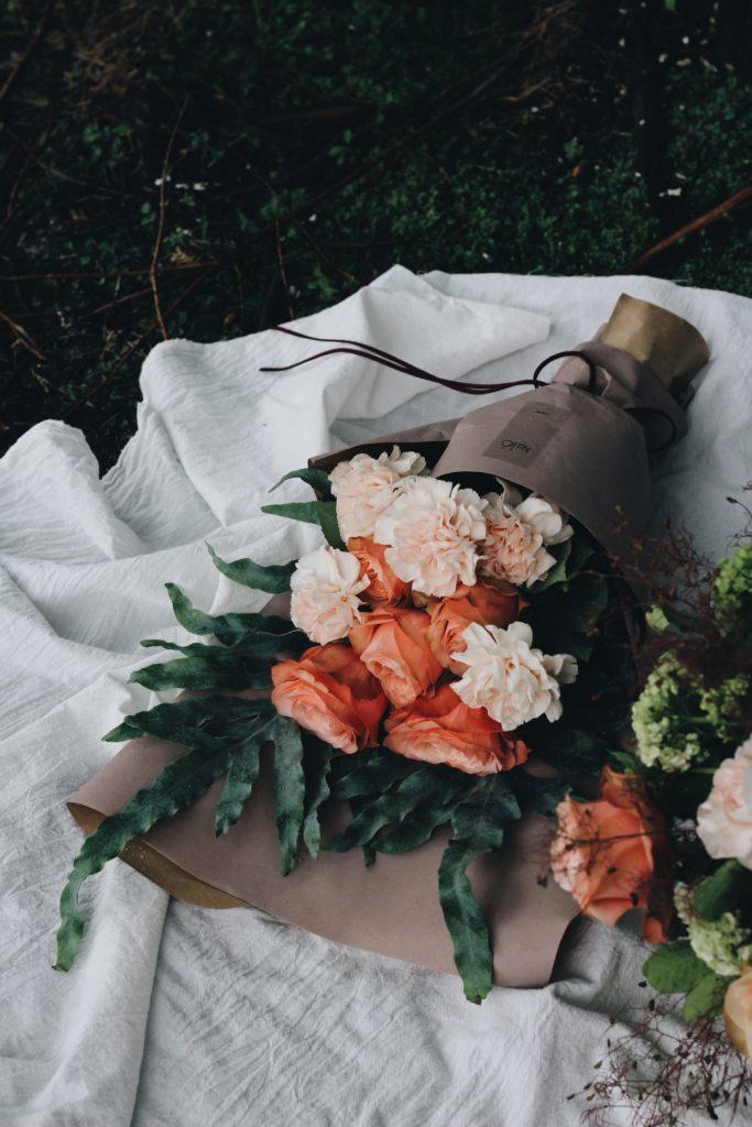 Celebra a mamá en su día con un arreglo floral