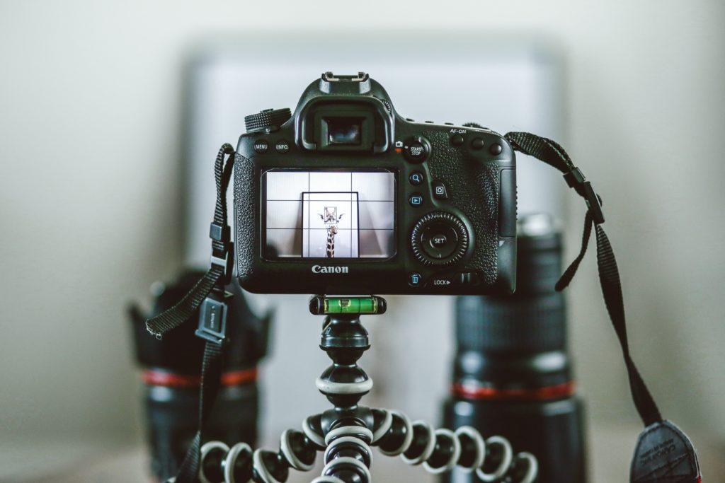 Toma impresionantes fotografías de producto en casa con estos simples pasos