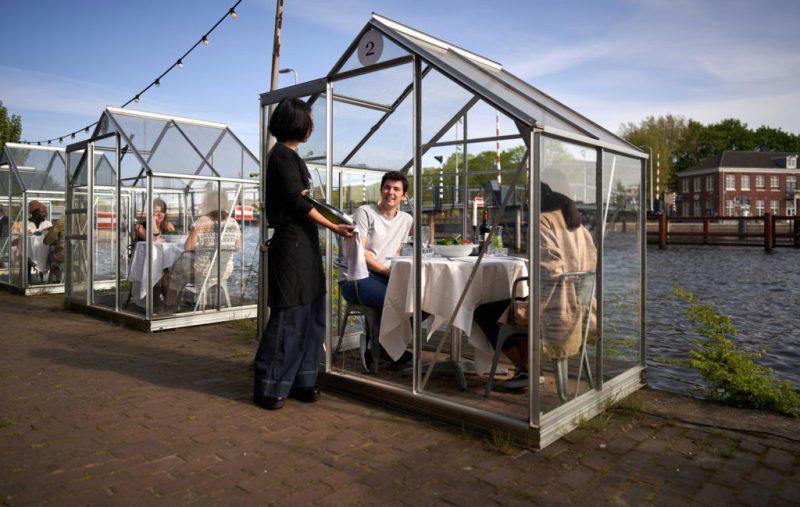 Creativas maneras en las que los restaurantes mantienen el distanciamiento social - social-distancing-en-restaurantes-alrededor-del-mundo-5