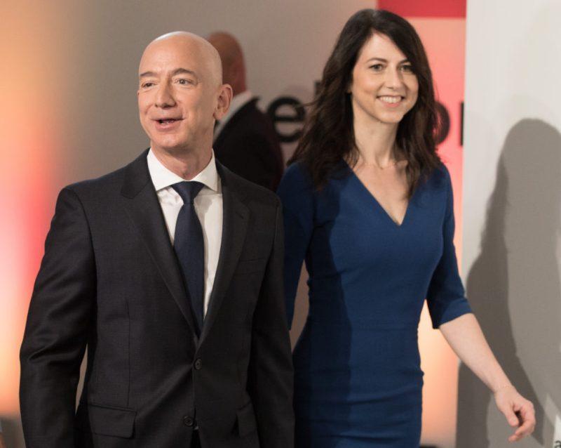 Jeff Bezos, el primer hombre en alcanzar una fortuna de 200 000 millones de dólares - jeff-bezos-200-billion-amazon-covid-coronavirus-messi-ronaldo-hurricane-katrina-2