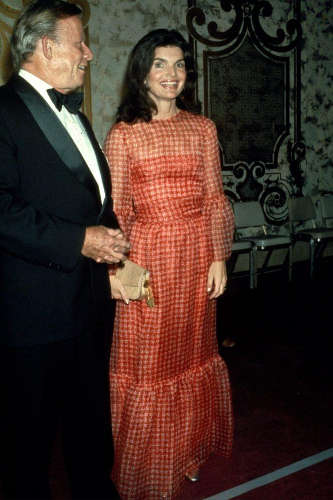 Los outfits más emblemáticos de Jackie Kennedy, ícono de moda - los-outfits-mas-emblematicos-de-jackie-kennedy-un-icono-de-moda-google-instagram-tiktok-google-online-coronavirus-vacuna-google-verano-covid-foto-moda-fashion-icon-11