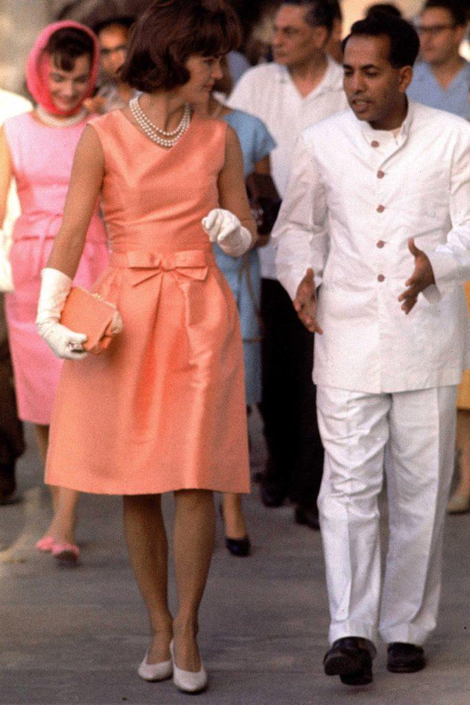 Los outfits más emblemáticos de Jackie Kennedy, ícono de moda - los-outfits-mas-emblematicos-de-jackie-kennedy-un-icono-de-moda-google-instagram-tiktok-google-online-coronavirus-vacuna-google-verano-covid-foto-moda-fashion-icon-7