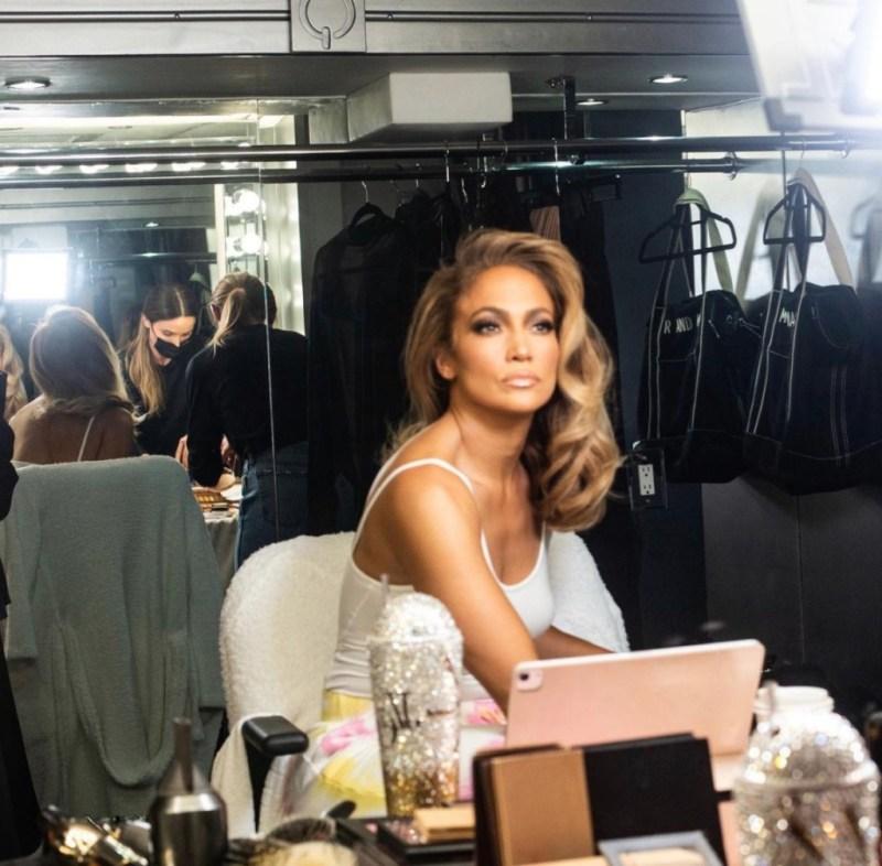 Fun facts de Jennifer Lopez que probablemente no sabías - fun-facts-de-jennifer-lopez-que-probablemente-no-conocias-jennifer-lopez-fitness-routine-workout-rutine-jennifer-lopez-jlo-google-amazon-portada-de-jlo-desnuda-cuepo-de-jlo-en-portada-de-revista-1-1