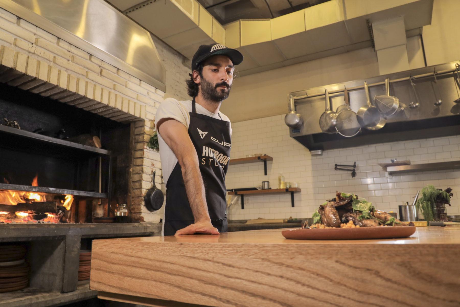 De la mano de HOTBOOK Studio, CUPRA te invita a vivir una experiencia estimulante de alta cocina y arte