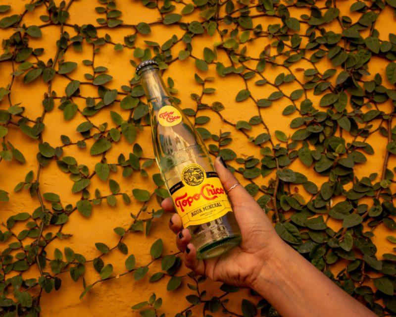 El sabor único y la experiencia de disfrutar una Topo Chico llega a HOTBOOK STUDIO - topochico-sm-11-1