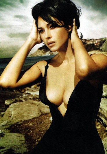 monica-bellucci-monica-bellucci-929380_800_1150