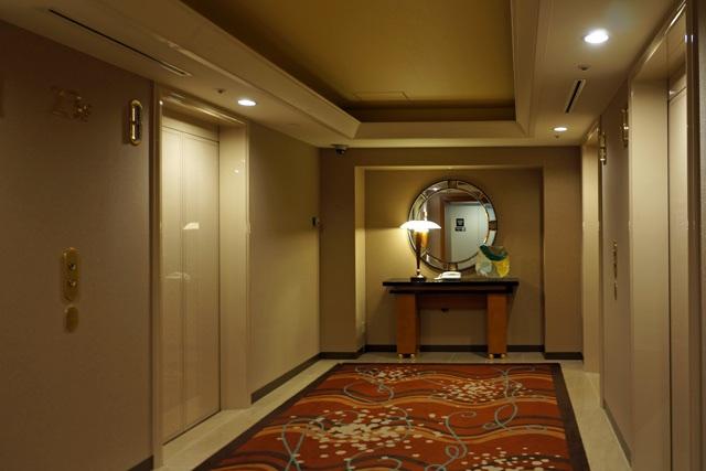 横浜ベイシェラトン_客室階エレベーターホール