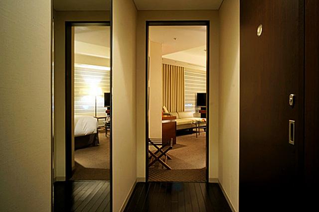 ストリングスホテル東京_エントランス