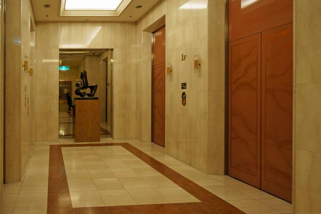 ロイヤルパークホテル_エレベーターホール