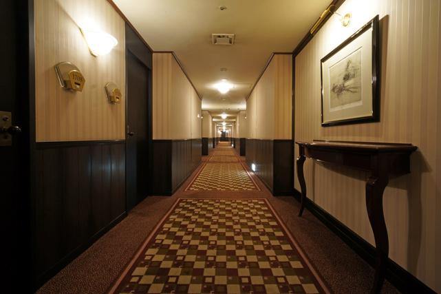 ロイヤルパークホテル_廊下