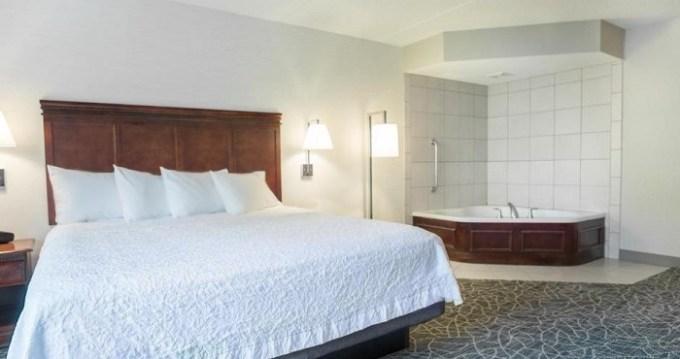 King room with a hot tub in Hampton Inn & Suites Berkshires-Lenox