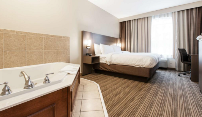 Room with Whirlpool tub Country Inn & Suites by Radisson, Smyrna Hotel