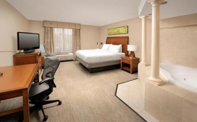 Room with hot tub in Hilton Garden Inn Atlanta West - Lithia Springs
