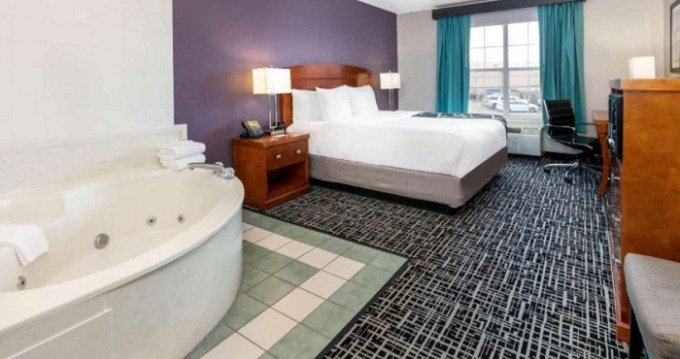 Hot Tub Suite in La Quinta by Wyndham Rockwall Hotel