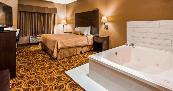 15 Hotels With Jacuzzi In Room In Dallas Tx And Nearby