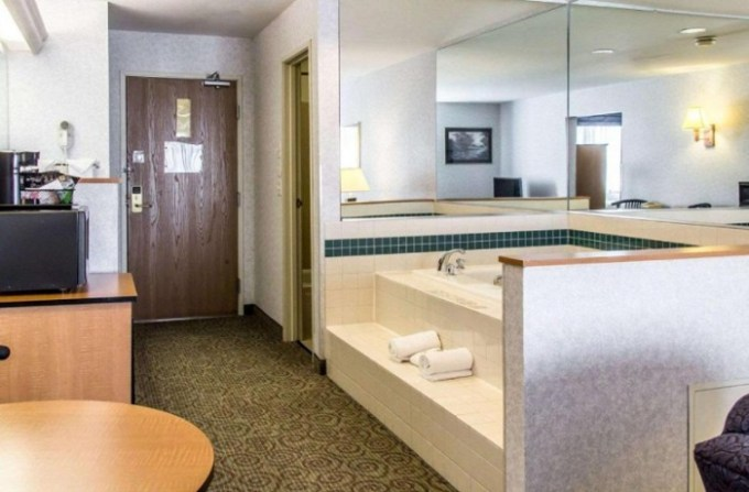 Suite with Hot Tub In Quality Inn and Suites Denver Airport - Gateway Park Hotel, CO