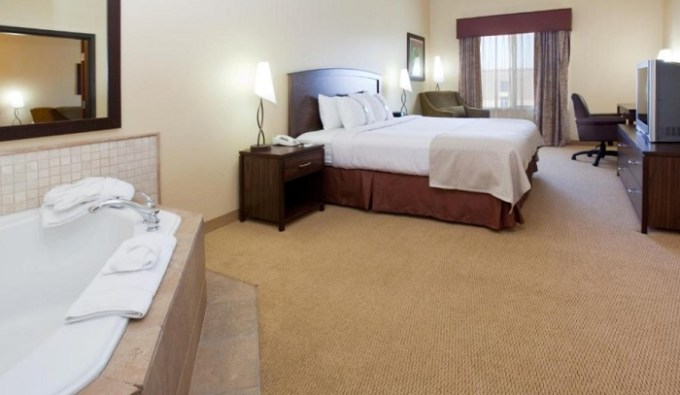 Suite with Whirlpool in Holiday Inn Denver-Parker-E470-Parker Road Hotel