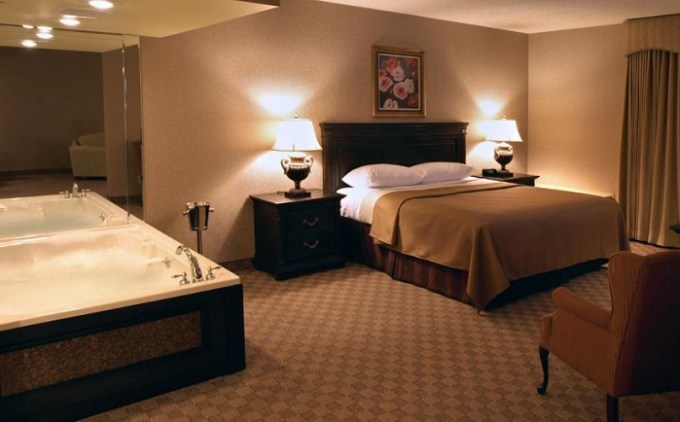Hot Tub suite in Salvatores Grand Hotel Williamsville, near Buffalo, NY