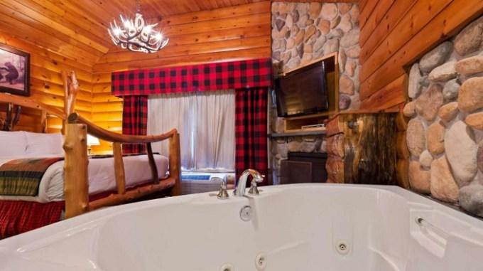 Hot Tub Suite in Best Western Merry Manor Inn, Portland, Maine