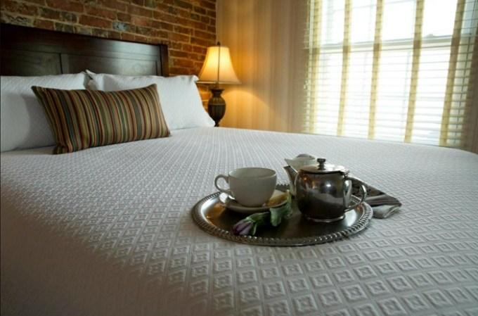 Romantic room in Penn's View Hotel, Philadelphia, PA