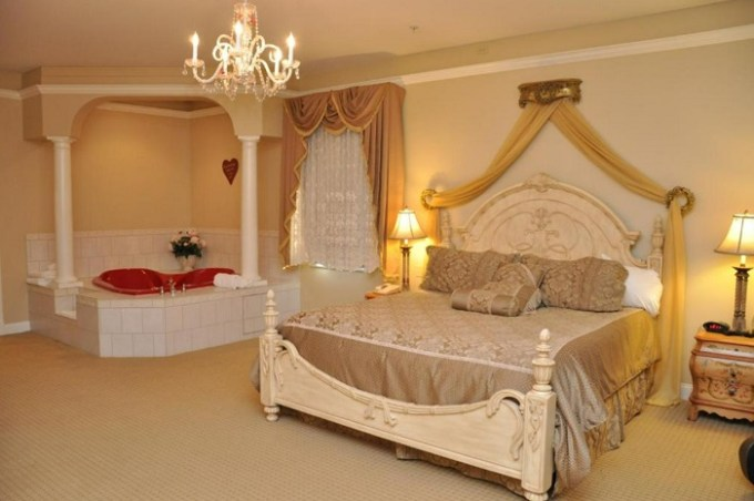 Romantic suite with a hot tub in the room in Best Western White House Inn, Bangor, Maine