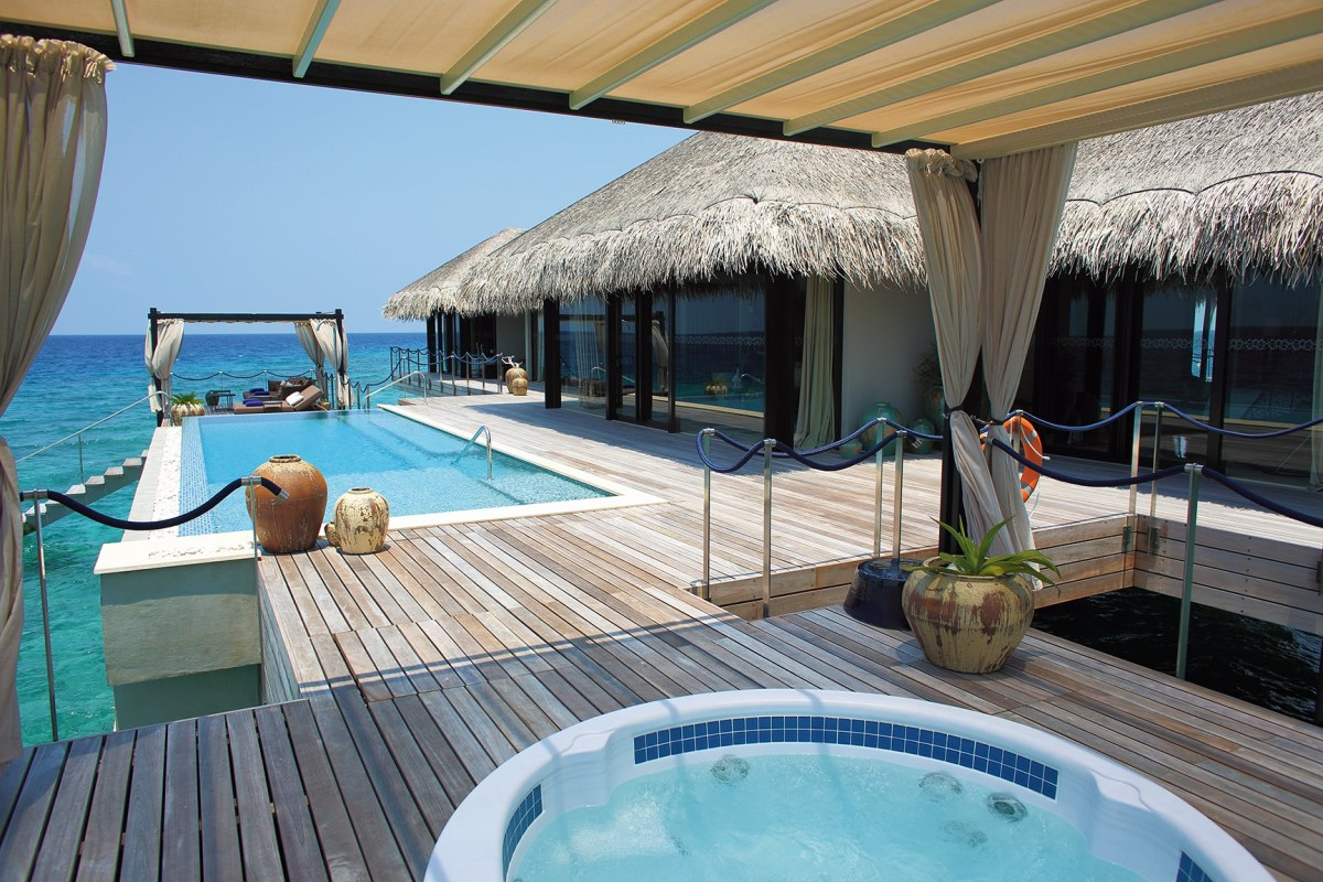 velaa-ocean-pool-house-terrace